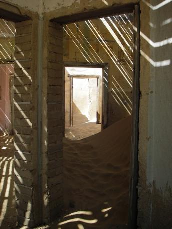 Kolmannskuppe-Sand-in-House
