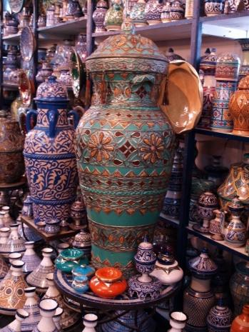 Fez - w sklepie z ceramiką