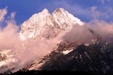 Jeden z najpiekniejszych szczytow w okolicy Namche, Ama Dablem