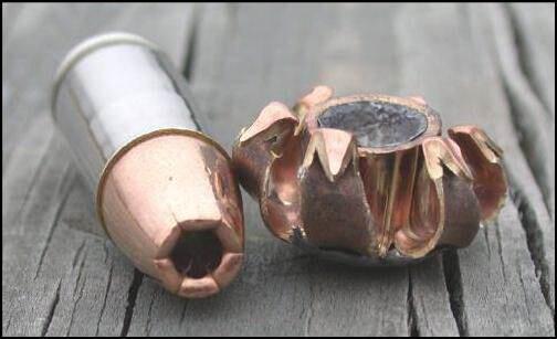 Z takiej amunicji Oscar strzelał do Reevy. W wiely krajach jest nielegalna, poniewaz powoduje olbrzymie szkody.